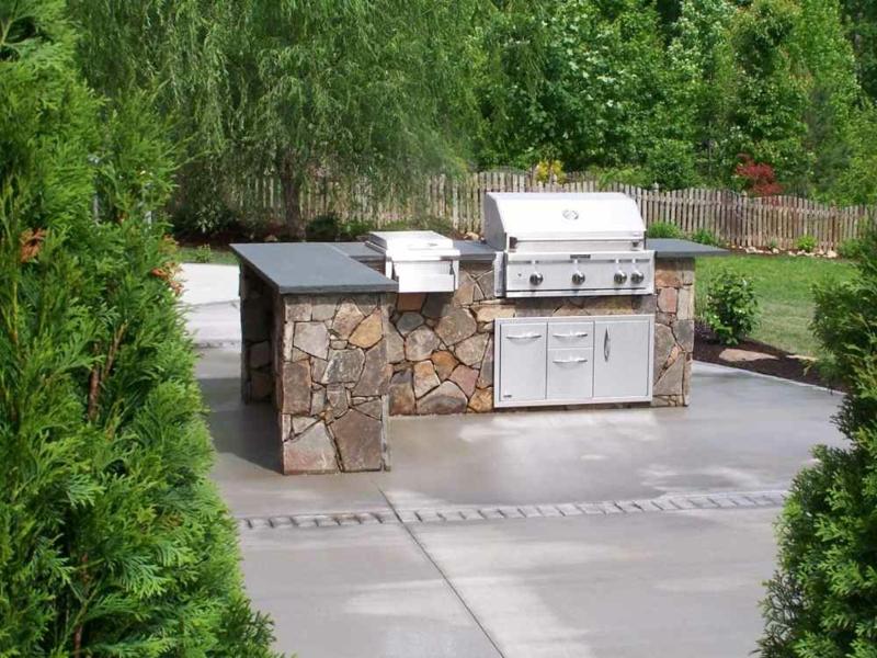 Außenküche kompakt mit Grill