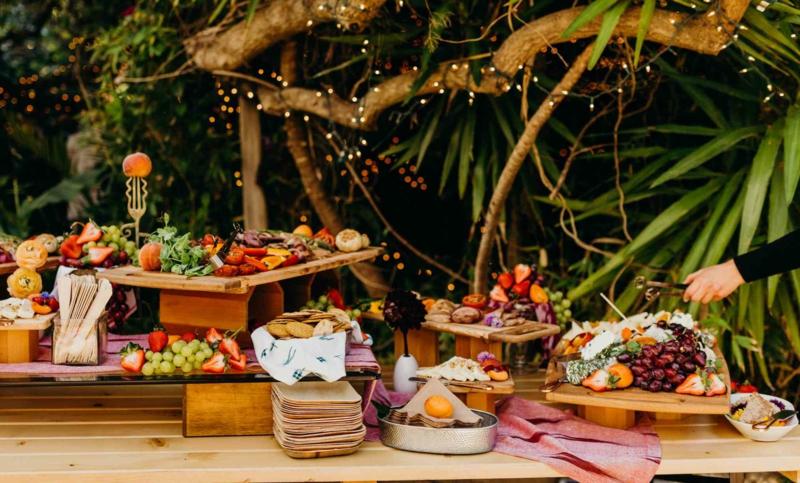 Hochzeitsbuffet romantischer Look