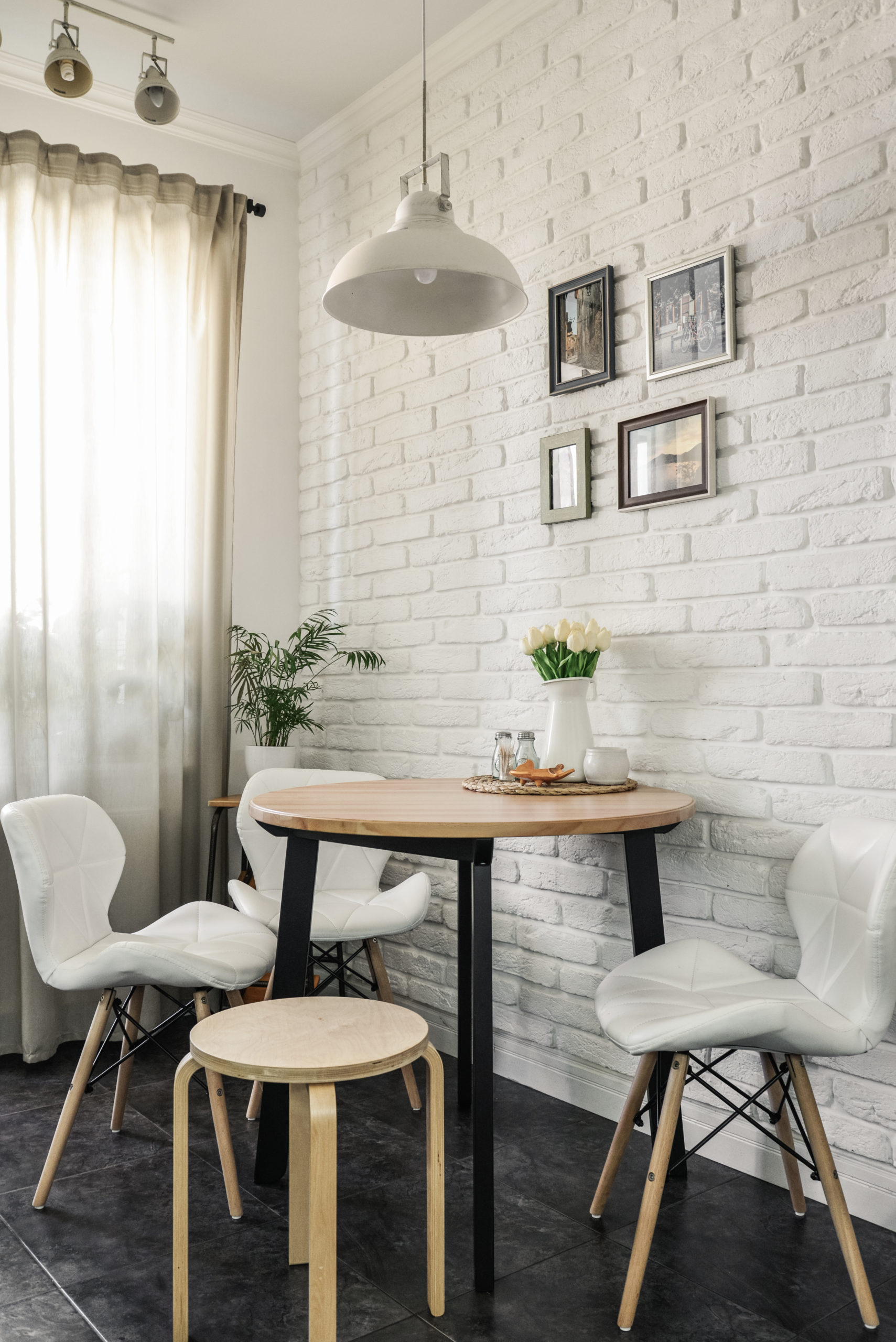 Zen-Ambiente ist die Kombination aus hochwertigen Möbelstücken, funktionalem Design und komfortablen Nutzen.