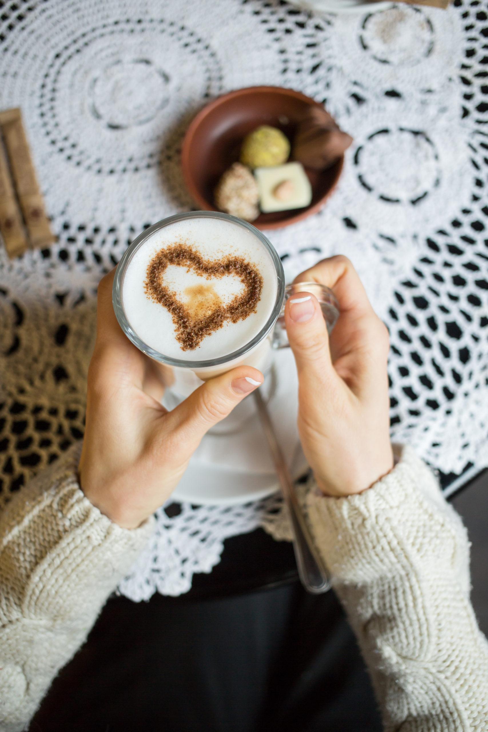 Einen Kaffee mit einem Eigelb bitte, aber drin! Warum Sie Ihren Kaffee mit einem röhren Eigelb trinken sollten?