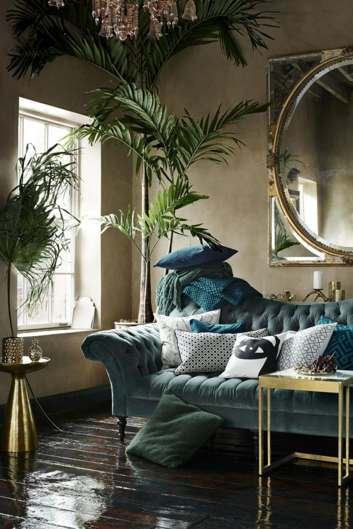 Sofa bequem Zimmerpflanzen Spiegel Wohnzimmer