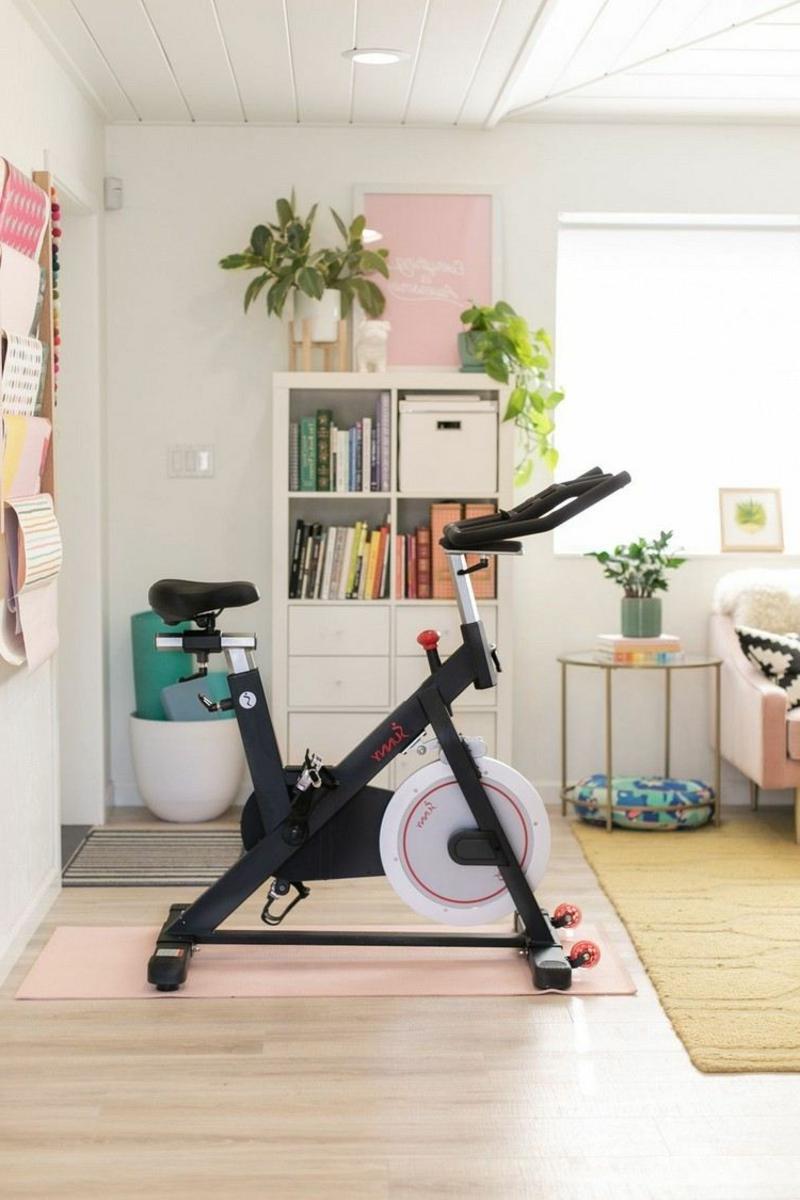 privater Fitnessraum Geräte Beine