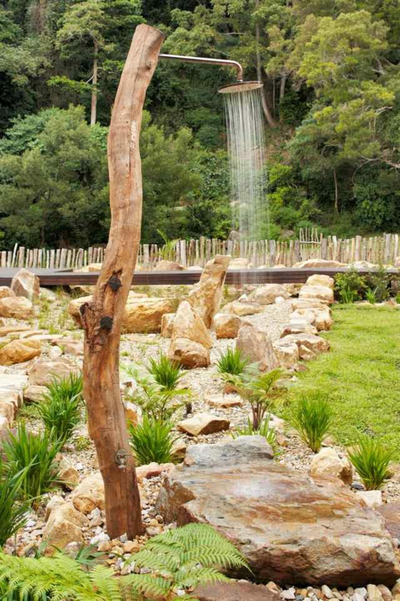 Gartendusche selber bauen Baumzwig tolle Idee