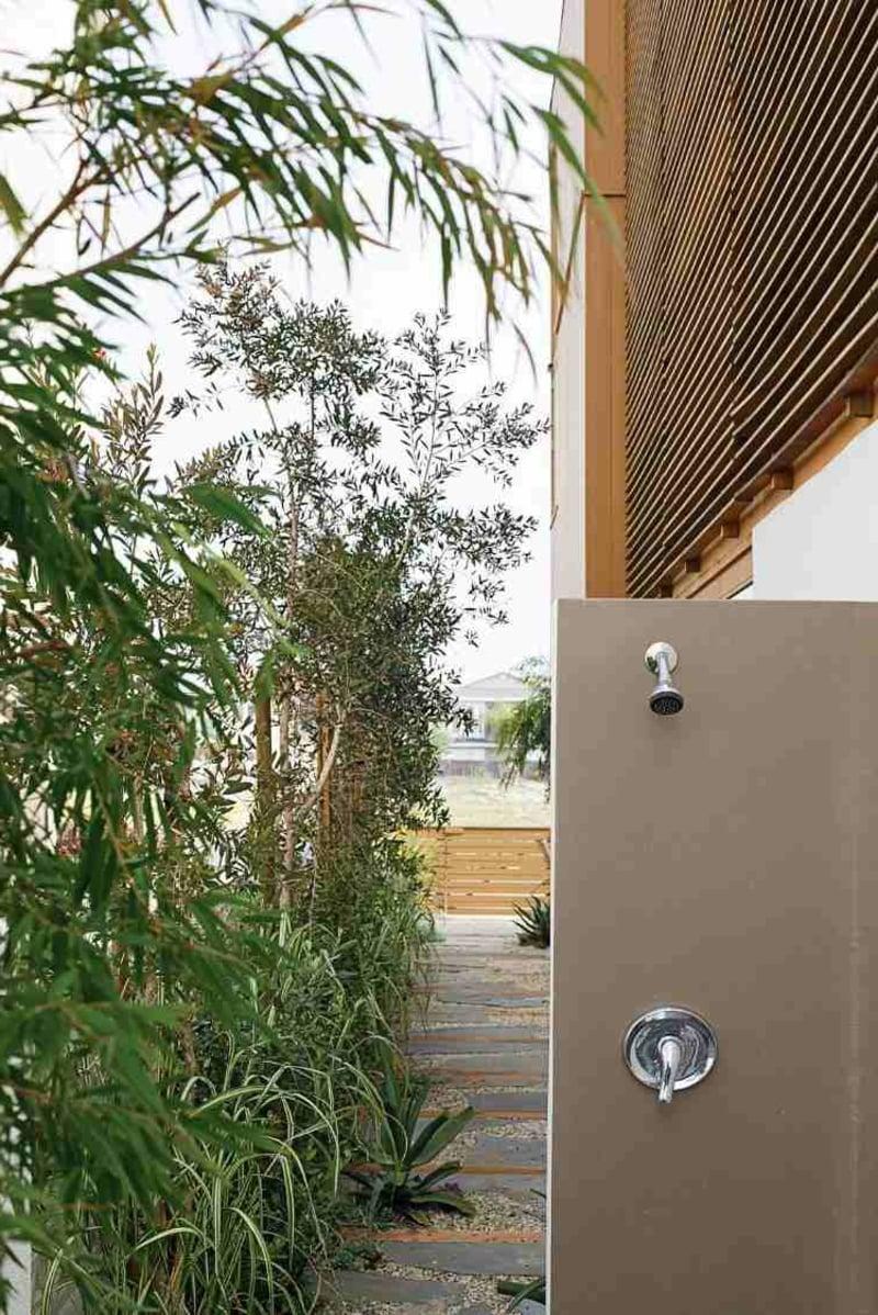Dusche im Garten Pflanzen Sichtschutz