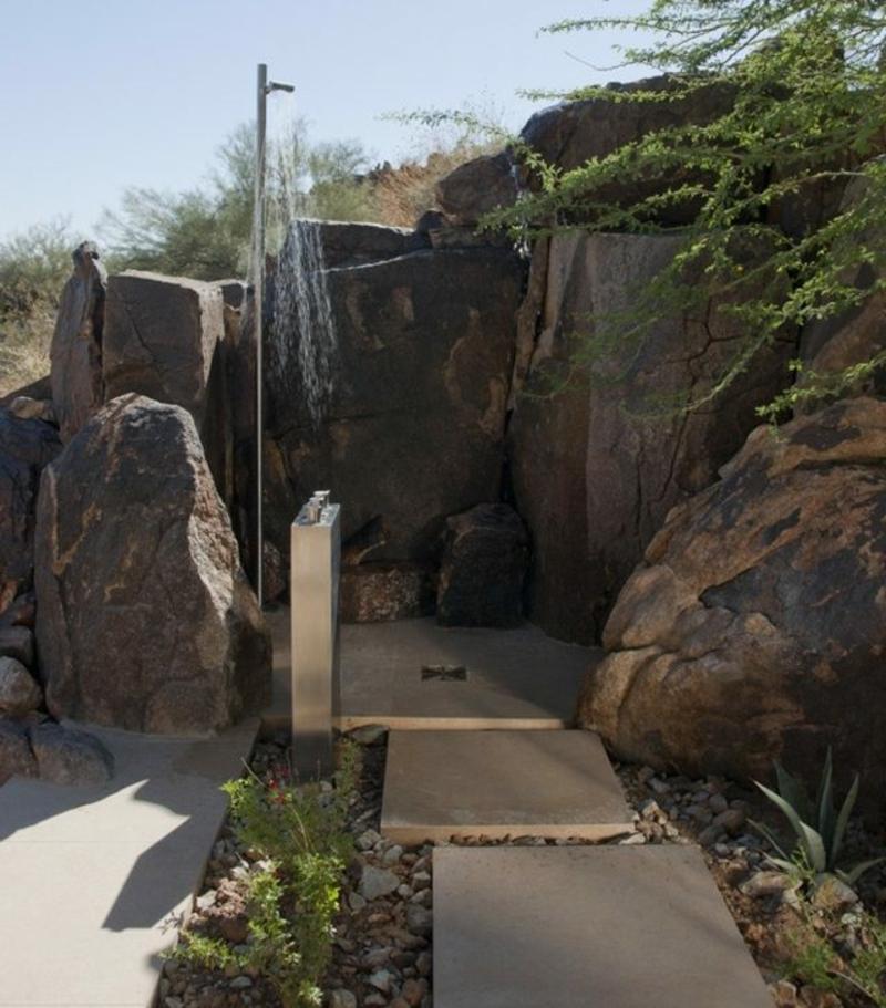 Gartendusche selber bauen Felsen Sichtschutz