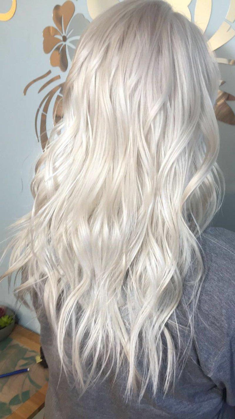 lange platinblonde Haare