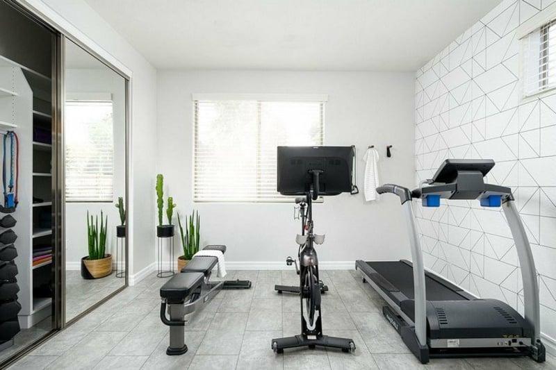 Fitnessraum Zuhause klein Laufbahn