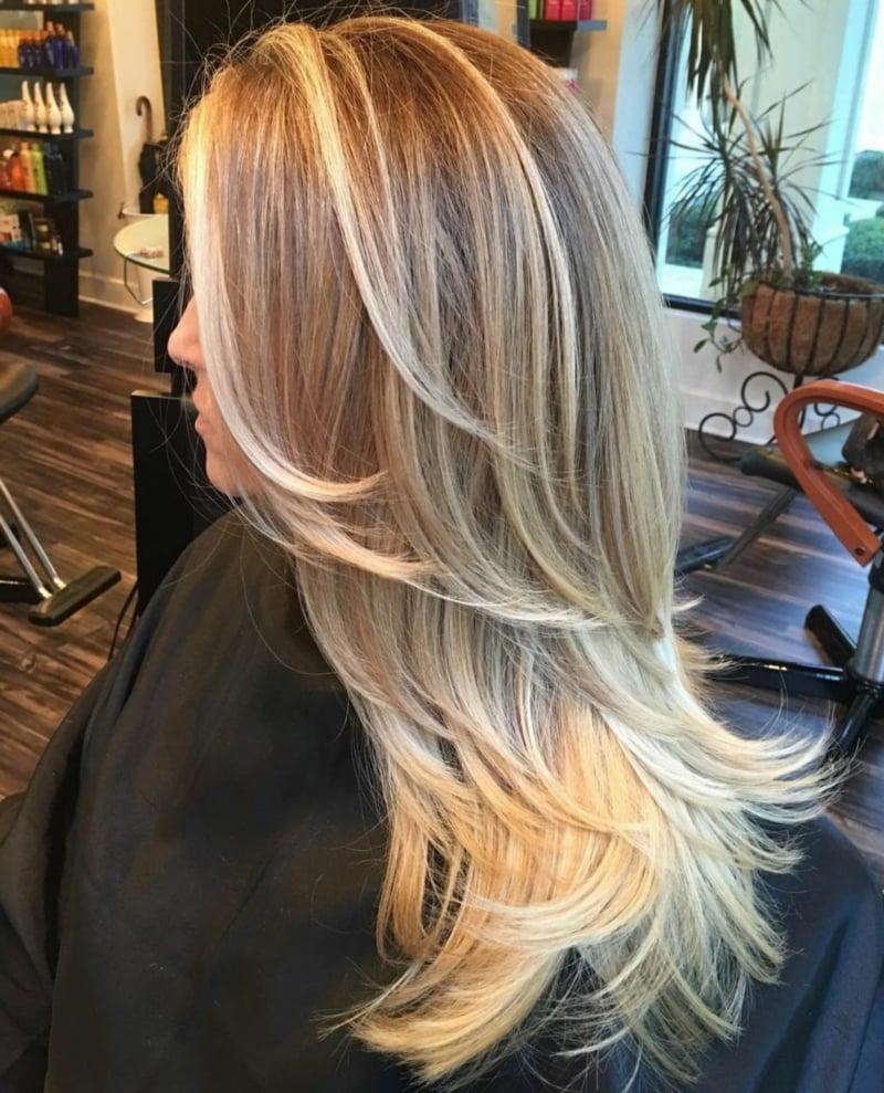 lange Haare blond Stufenschnitt