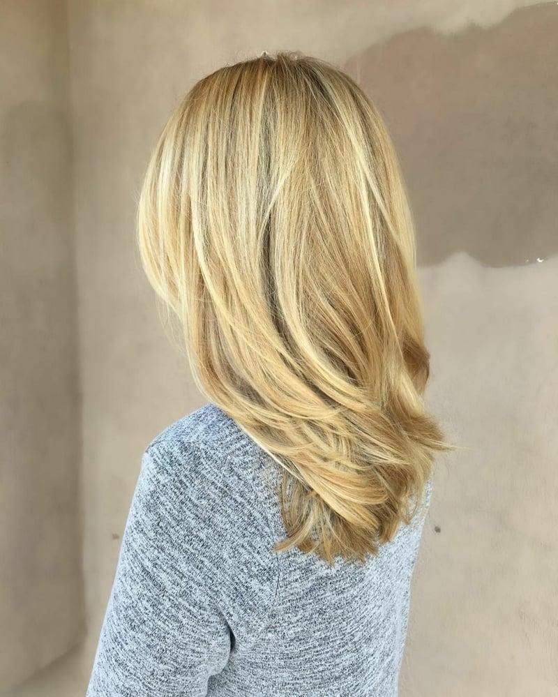 Stufen Frisur Haarfarbe Honigblond