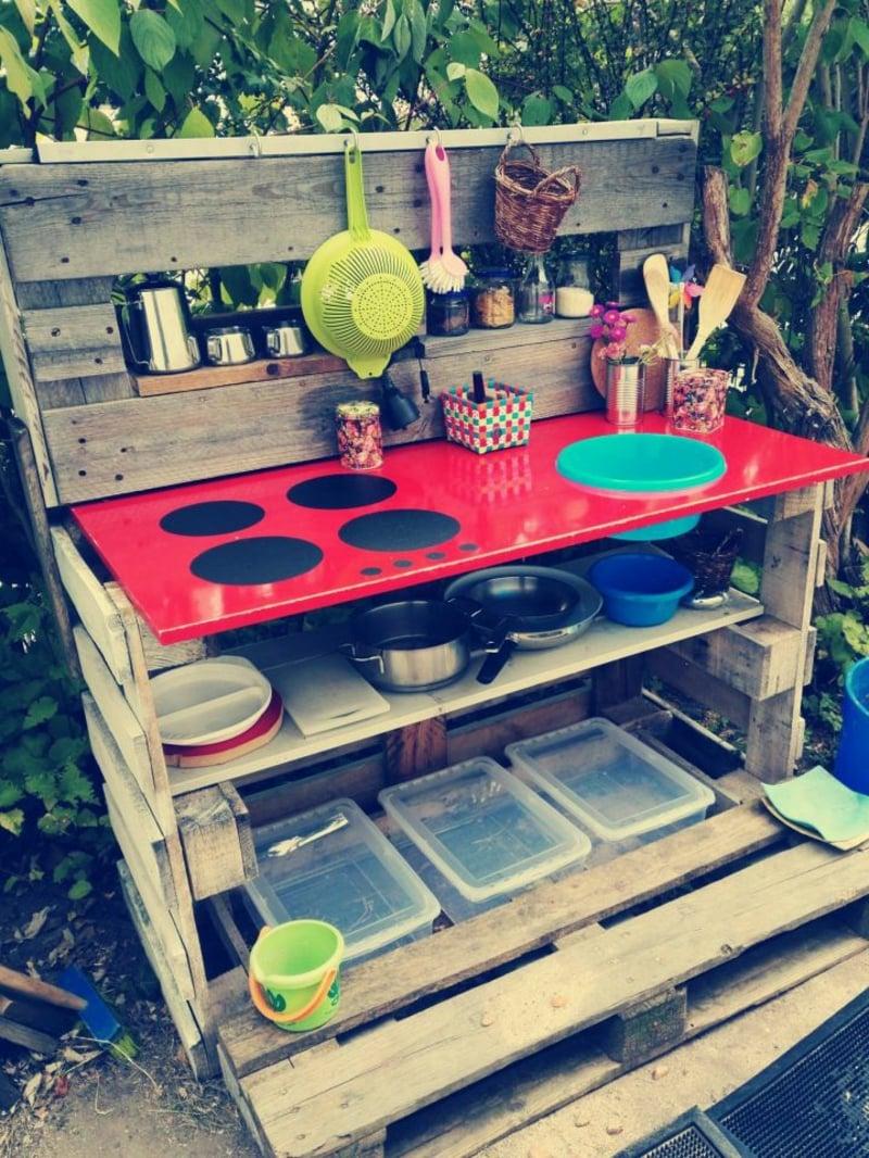 Kinderküche mit Herdplatten
