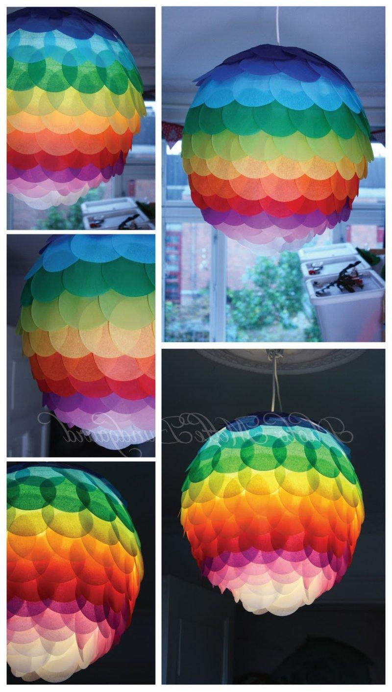 tolle Pendelleuchte in den Regenbogenfarben