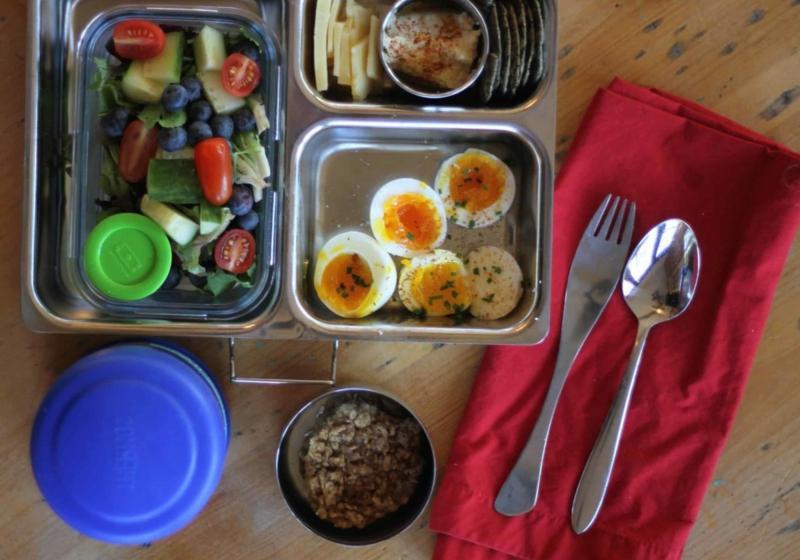Mittagessen Salat gekochte Eier
