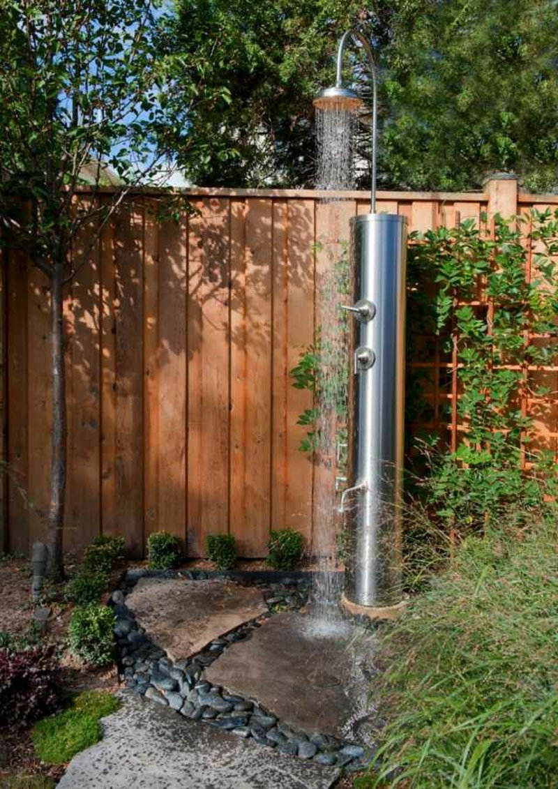 Gartendusche selber bauen moderne Ideen