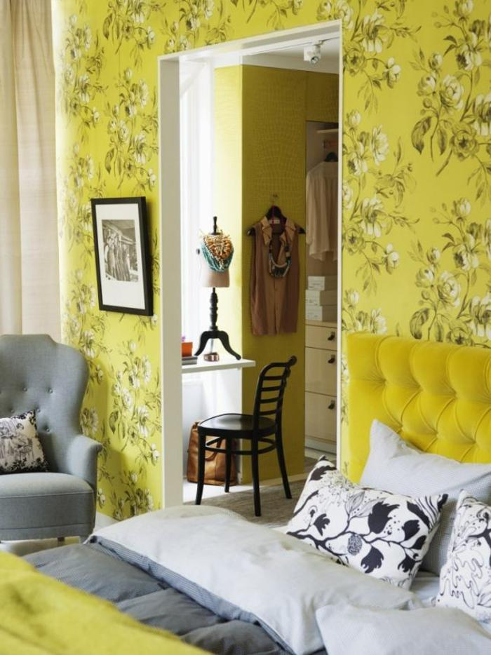 gelbe Tapeten mit Blumen schöner Look