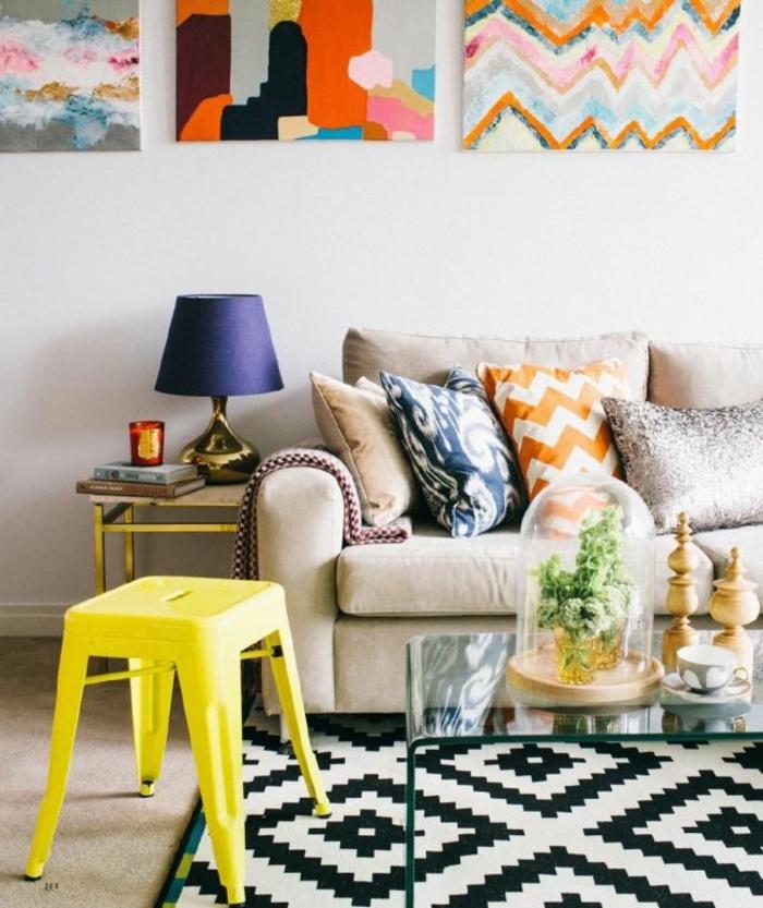 eklektischer Einrichtungsstil Wohnzimmer Hocker gelb
