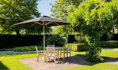 Entspannung im Schatten - 5 Tipps für den richtigen Sonnenschirm für Garten