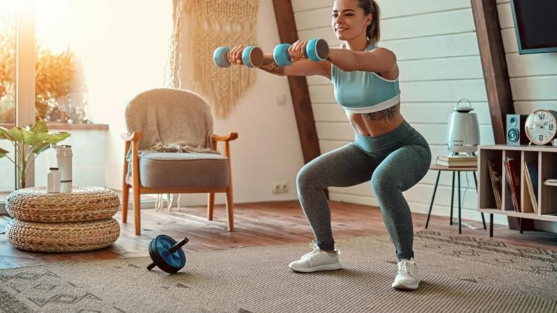Zuhause trainieren Squats machen