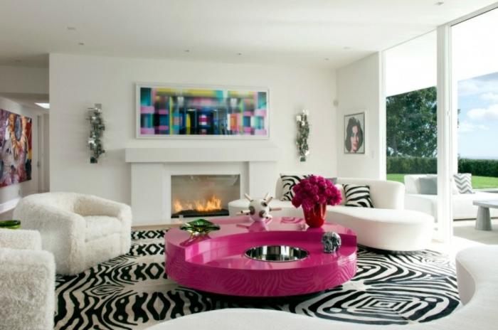 Wohnzimmer Couchtisch in Rosa Akzent