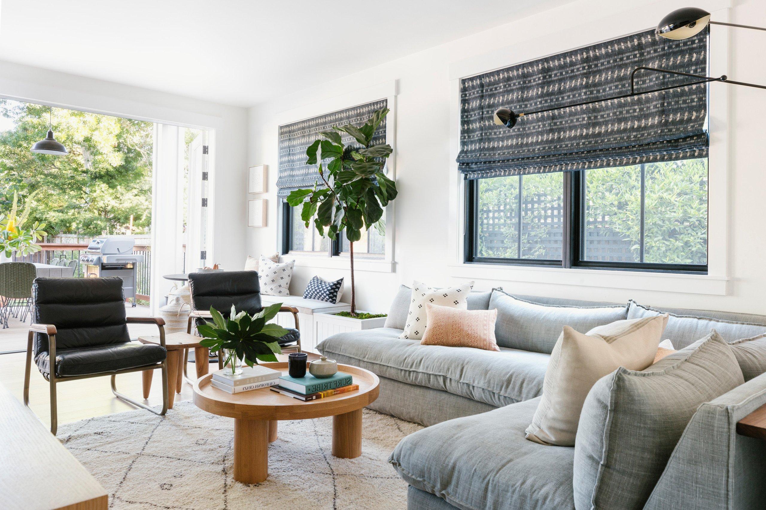 """Minimalismus war gestern, heute ist """"Cosy Living"""" einer der beliebtesten Wohnzimmer Trends 2021"""