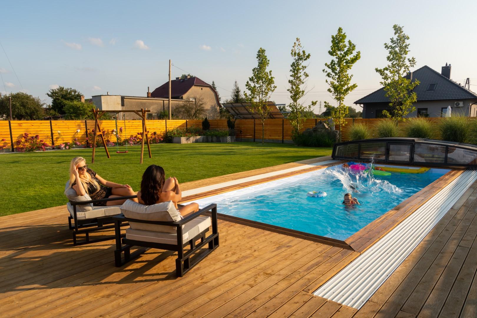 Ein Pool ist ein Ort für die tollen Momente des Lebens